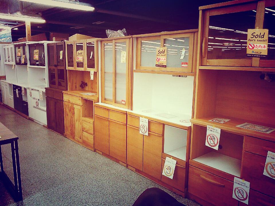 直方店食器棚