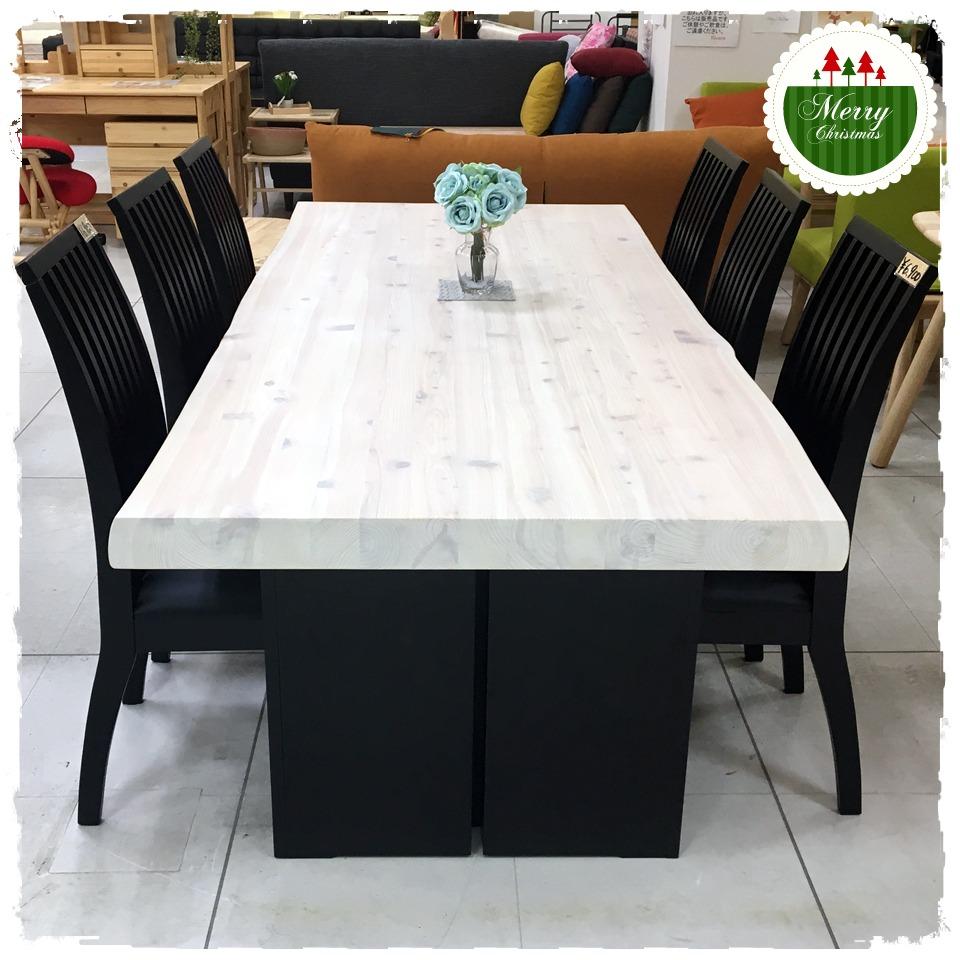 ヒノキのテーブル