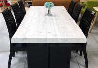 ヒノキの木目を生かした白テーブル