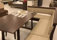 L字型のダイニングを演出するベンチとテーブル