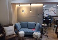 キレイなブルーのソファ
