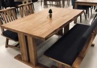 木目がかっこいいテーブル